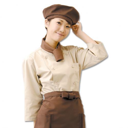 優しい雰囲気のブラウンコックコートスタイル