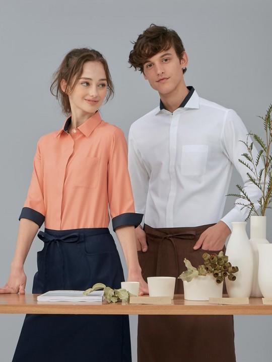 スッキリシルエットのプレーンシャツスタイル