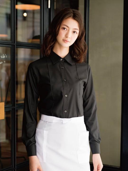ブラックシャツでスタイリッシュなコーデ