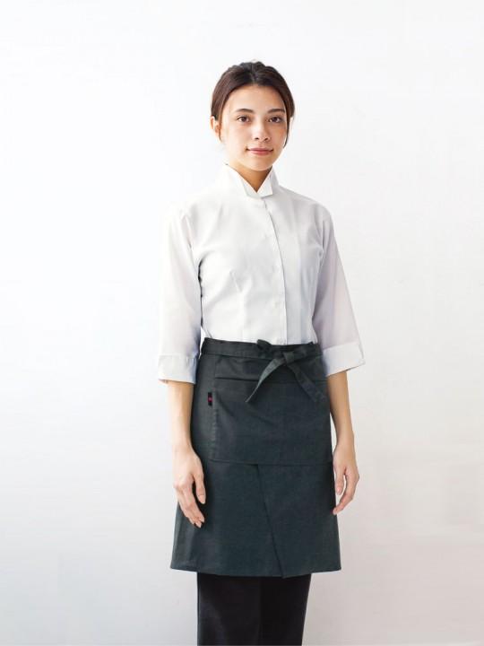 清潔感のあるシンプルなシャツスタイル