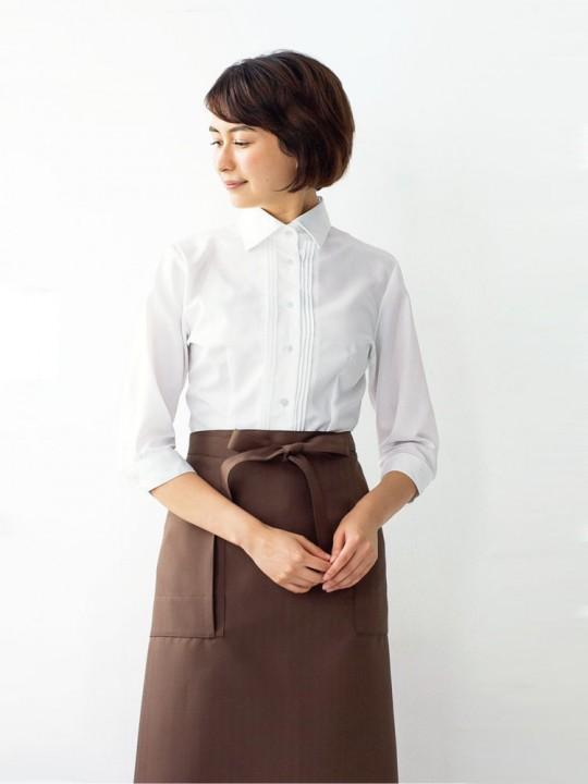 優しく上品な印象のシャツスタイル