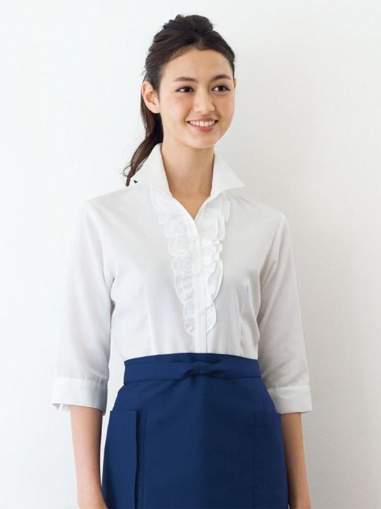華やかでエレガントな印象のシャツスタイル