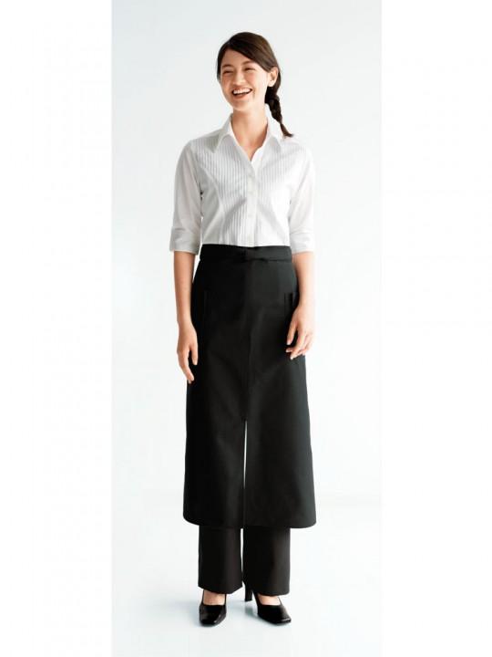 余裕のある大人の女性のシャツスタイル