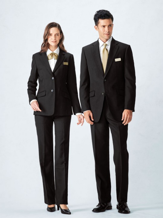 すっきりとした印象のスーツスタイル