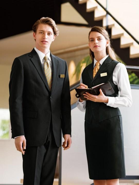 1着は持っていたい正統派ブラックスーツスタイル