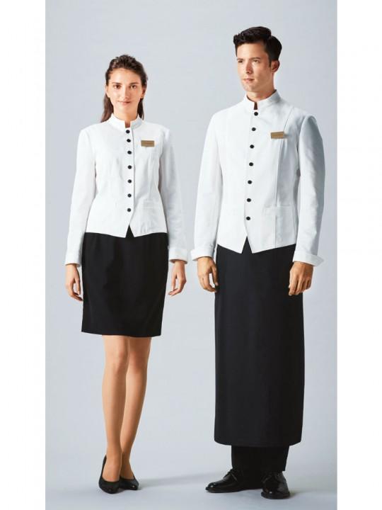 清潔感と信頼感があるホワイトジャケットスタイル