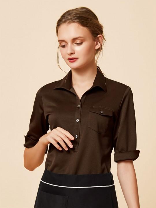 ニット素材で着やすいベーシックシャツスタイル