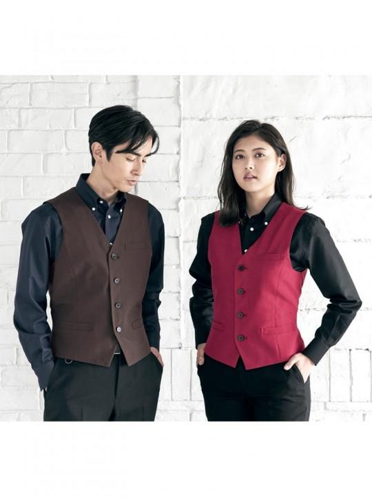 赤×ブラックでモダンな印象のベストスタイル